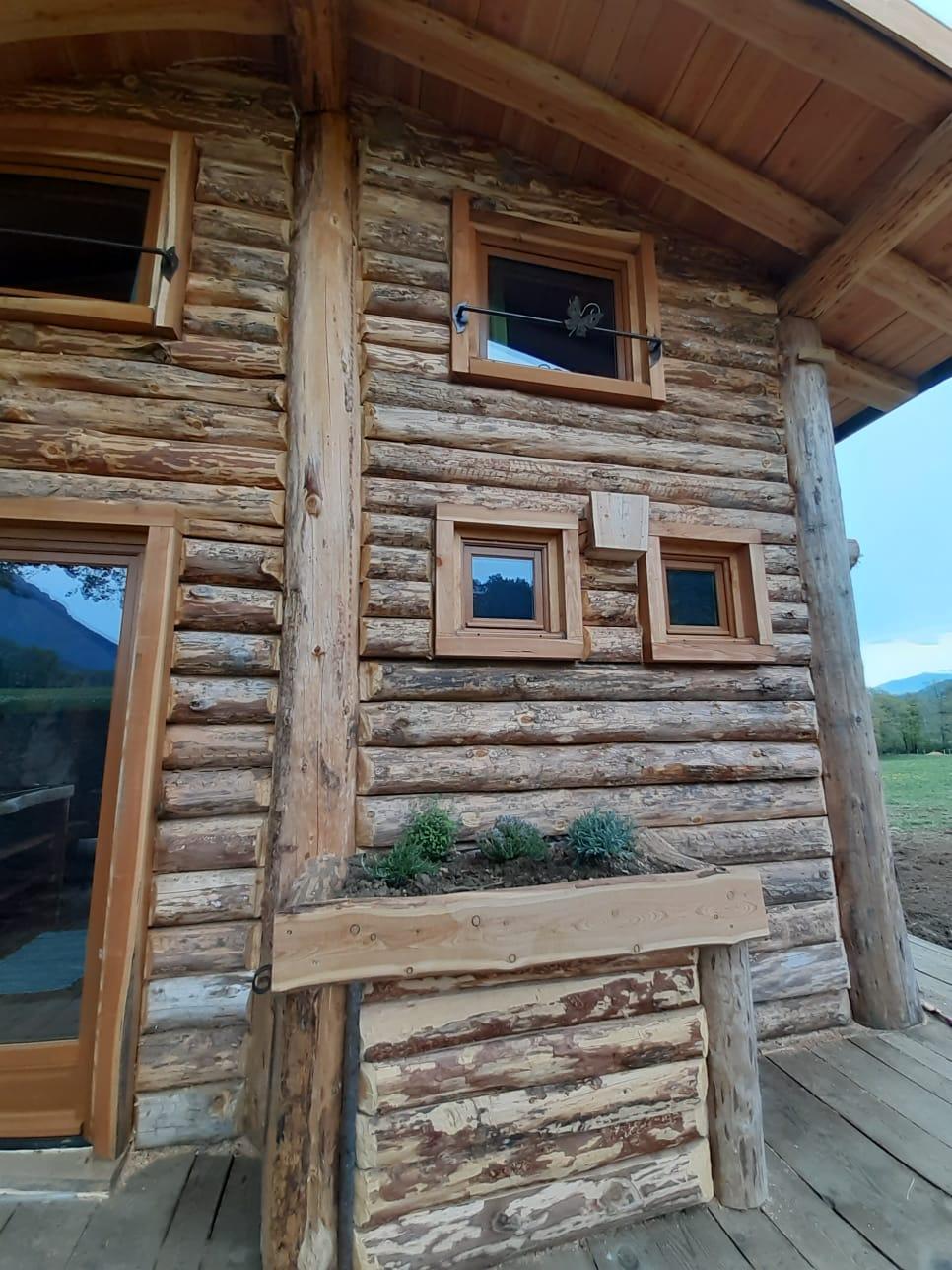 détails rondins de bois - fenêtres