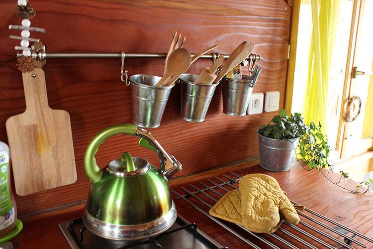 Cabane dans les arbres : Détail de la cuisine