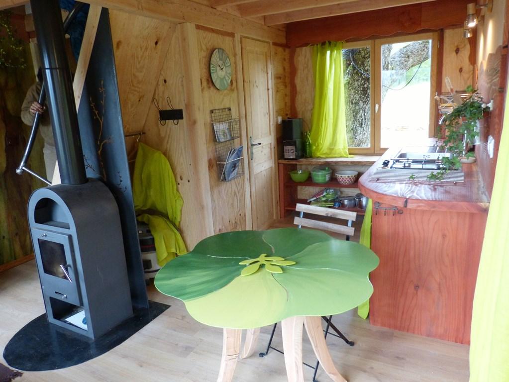 Cabane dans les arbres : coin cuisine